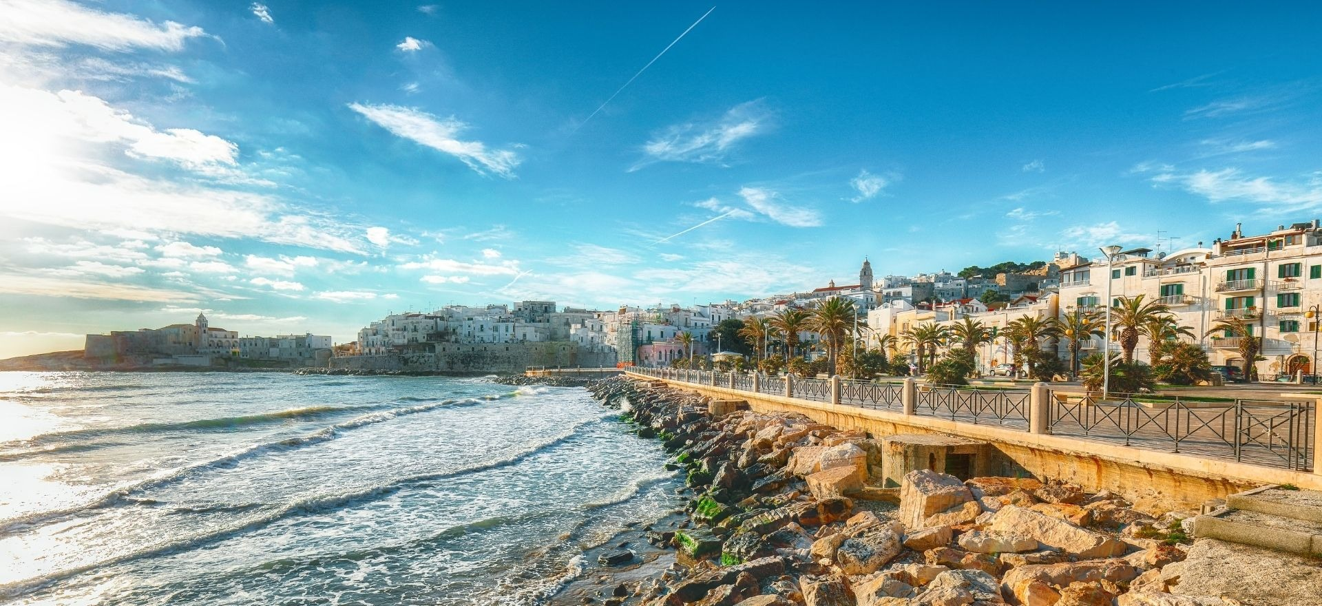 Море с вкусове и гледки. Сгради с исторически лица. Това е Пулия!