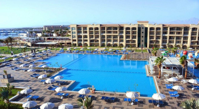 Albatros White Beach Resort 5* хотел 5•
